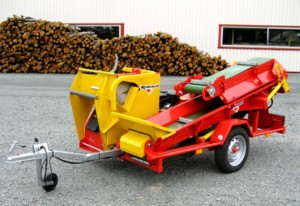 [Engine driven trailer buzz saw with conveyor Picture # 1]